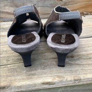 AEROSOLES Shoes - Aerosoles size 7 1/2 gray low slingback pumps